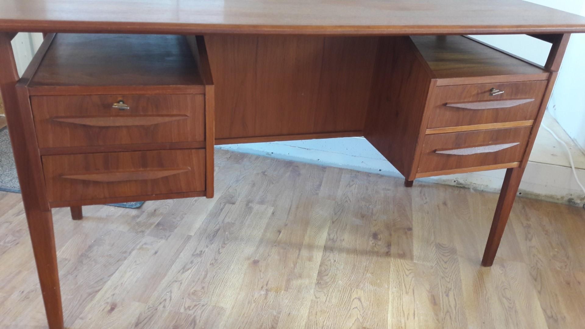Deens design teakhouten bureau met bardeel