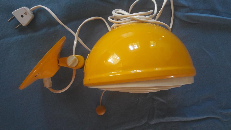 geel wandlampje Knud Christensen